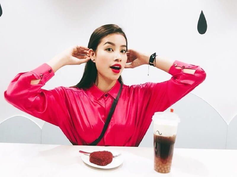 Hoa hậu Phạm Hương kiêu sa rạng rỡ với dáng lông mày kiểu Pháp