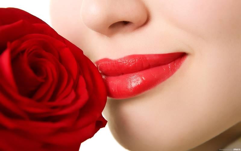 Đôi môi căng mọng đẹp tự nhiên