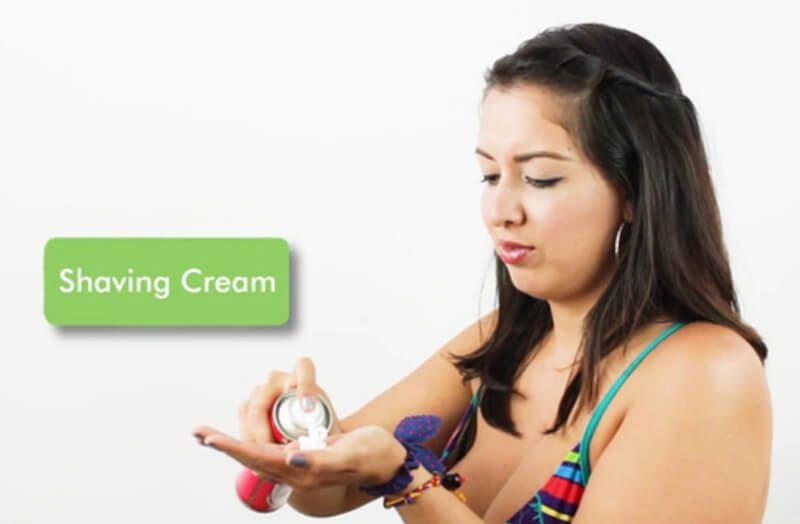 Sử dụng kem cạo râu hoặc sữa tắm