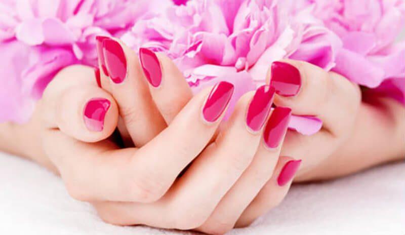 Những mẹo phòng ngừa và bảo vệ da khi dùng dầu nóng làm móng tay