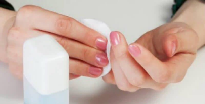 Dưới đây là 9 cách loại bỏ sơn móng tay đơn giản:
