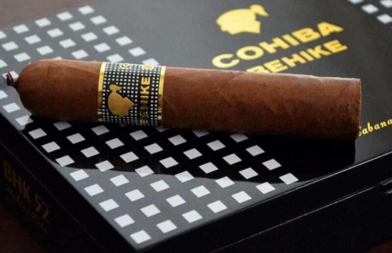 Cohiba Behike được làm từ những lá thuốc đủ tuổi ngon nhất thế giới
