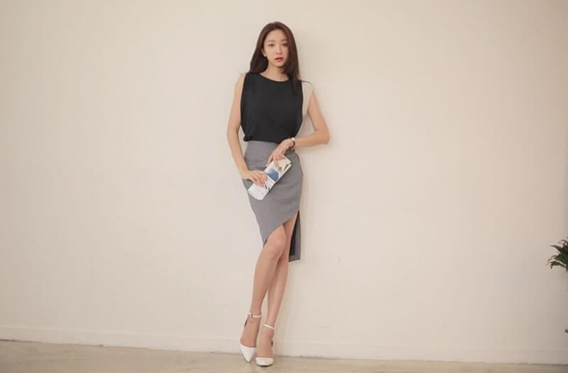 Chân váy xẻ tà được may với nhiều chất liệu và màu sắc khác nhau mang đến sự tự tin cho cô nàng công sở.