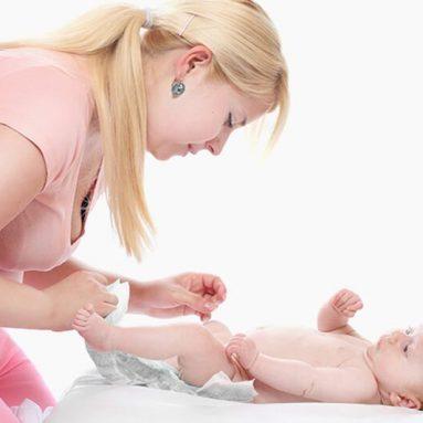 Tiêu chảy ở trẻ sơ sinh: Nguyên nhân, triệu chứng và cách điều trị
